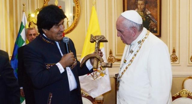 ¿Crees que el regalo de evo al papa francisco es sacrilego?