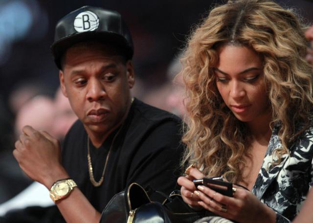 Filosoficamente, mas nem tanto: 'Se não deixa pegar o celular, é porque tá devendo?