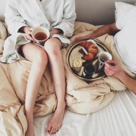 Um dia perfeito tem café, chocolate, beijo e cafuné.?