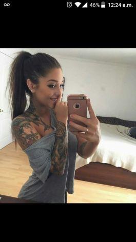 ¿Alguien sabe quien es ella, Se parese mucho a Ariana Grande?