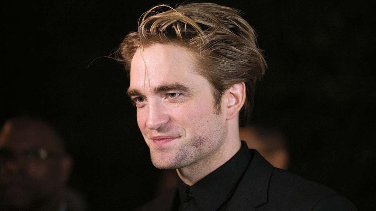 First Look at Robert Pattinson as The Batman | THR News