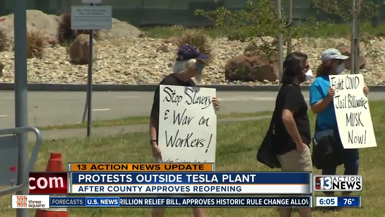 Protest against premature reopening of Tesla factory