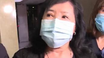 前總統肖像潑紅漆 鄭惠中被帶回偵訊