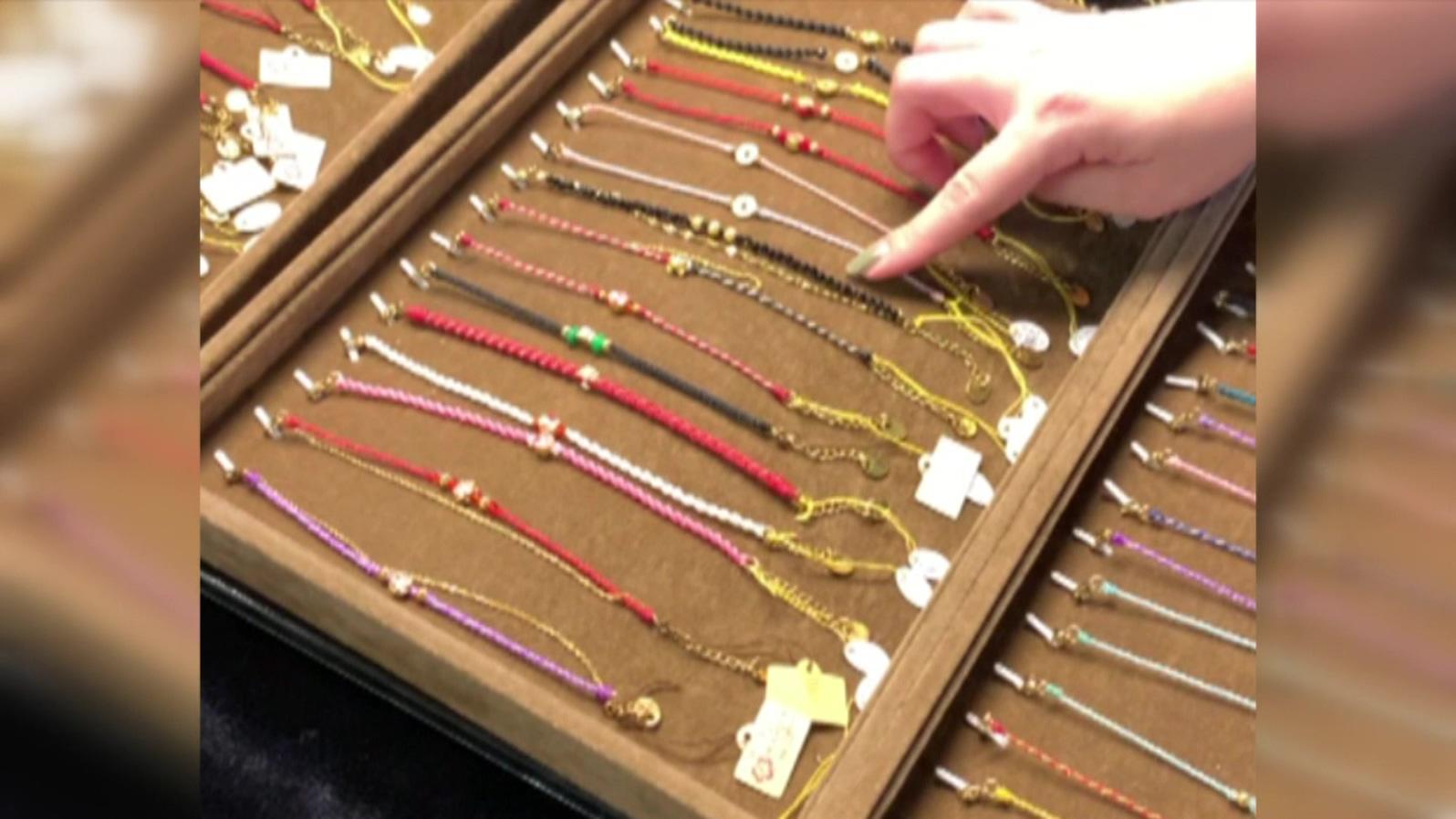 夜市擺攤賣「999純金」飾品? 業者否認造假:不滿意可退 - Yahoo