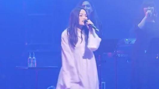 徐佳瑩挺7個月孕肚 打頭陣登北流開幕唱