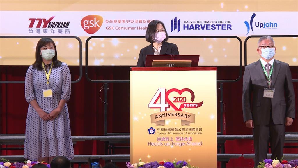 揭中國口罩混充台製 總統感謝藥師守護民眾健康