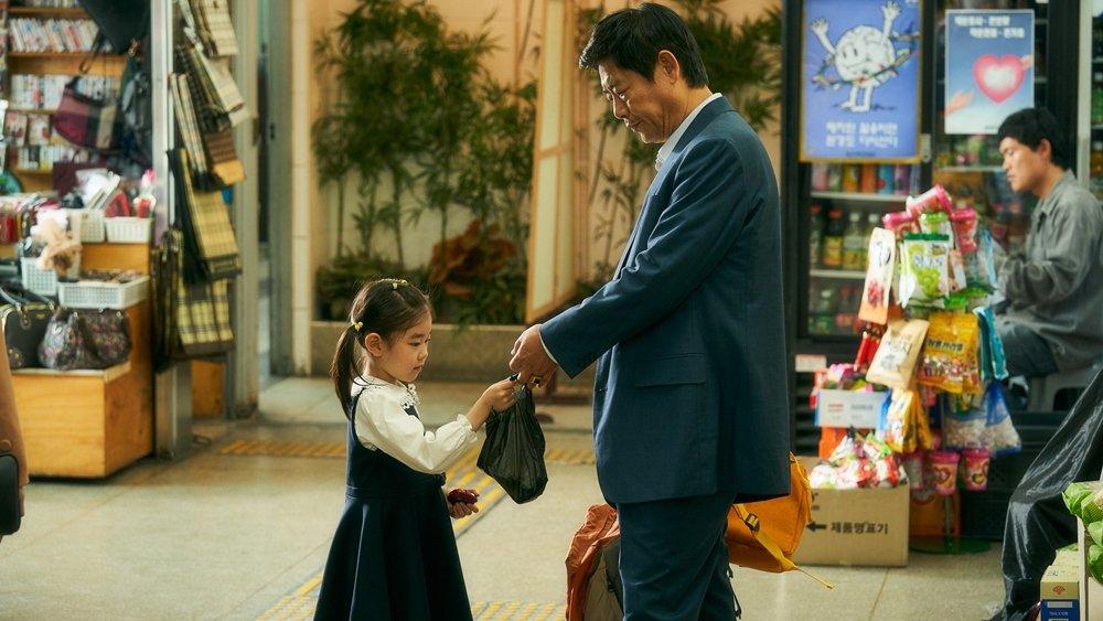 國民爸爸成東鎰從討債大叔變奶爸 《無價之保》催淚又爆笑