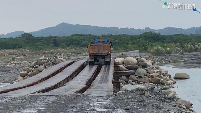 砂石車專用鋼便橋 司機膽量大考驗