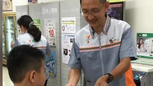 Yahoo精選暖新聞(9/14-9/20):不忍孩子餓到偷麵包 超商店長用愛讓甲仙飄書香