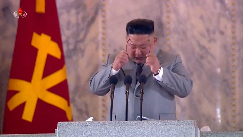 金正恩朝鮮黨慶閲兵式上「哽咽致辭」