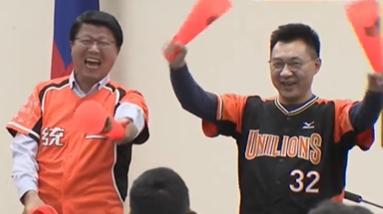 江啟臣開中常會穿獅隊球衣 謝龍介看到笑