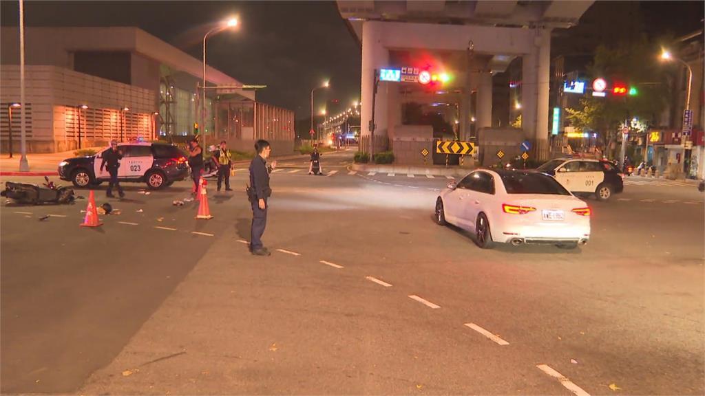 北市休旅車違規左轉 機車撞上2傷送醫