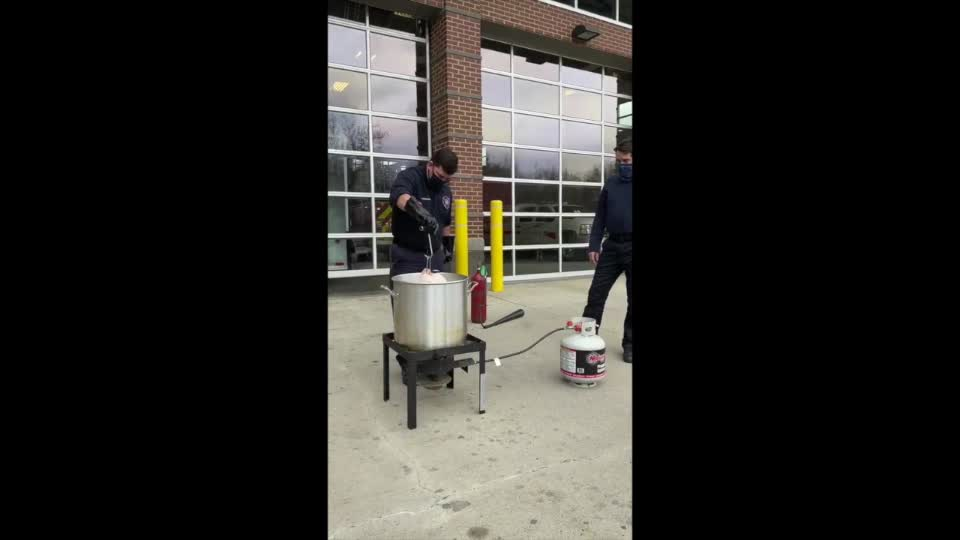 uk.news.yahoo.com: Firefighters Demonstrate How to Cook Turkey Safely for Thanksgiving
