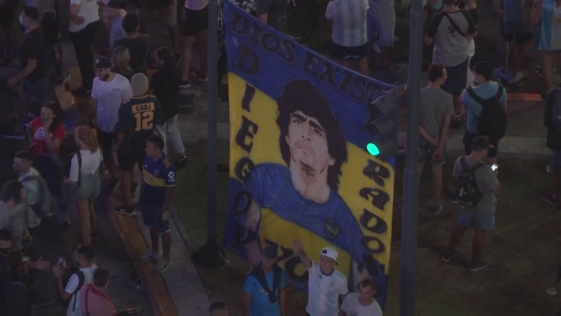 uk.news.yahoo.com: Diego Maradona: Thousands of Fans Gather in Buenos Aires