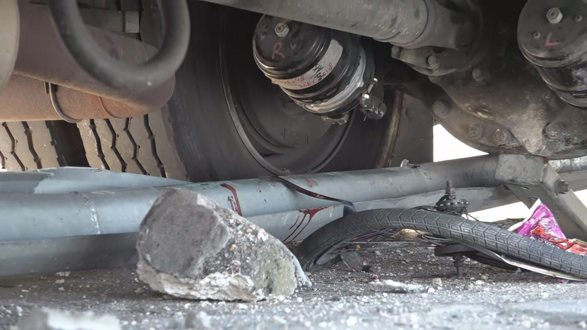 西貢公路消防車疑失控撞單車私家車 踏單車男子死亡