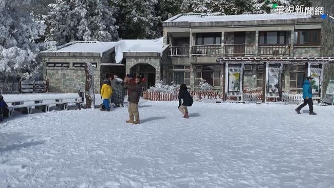 太平山積雪近15公分 車流回堵禁入園