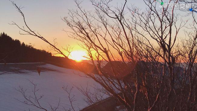 太平山賞雪塞車 回暖雪人曬起日光浴