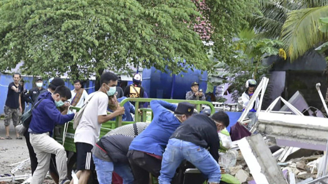 news.yahoo.com: WorldView: Crews search for survivors after earthquake in Indonesia; North Korea unveils submarine-launched missiles
