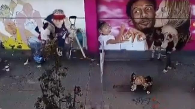 uk.news.yahoo.com: Artist Memorializes Kobe Bryant With Los Angeles Murals