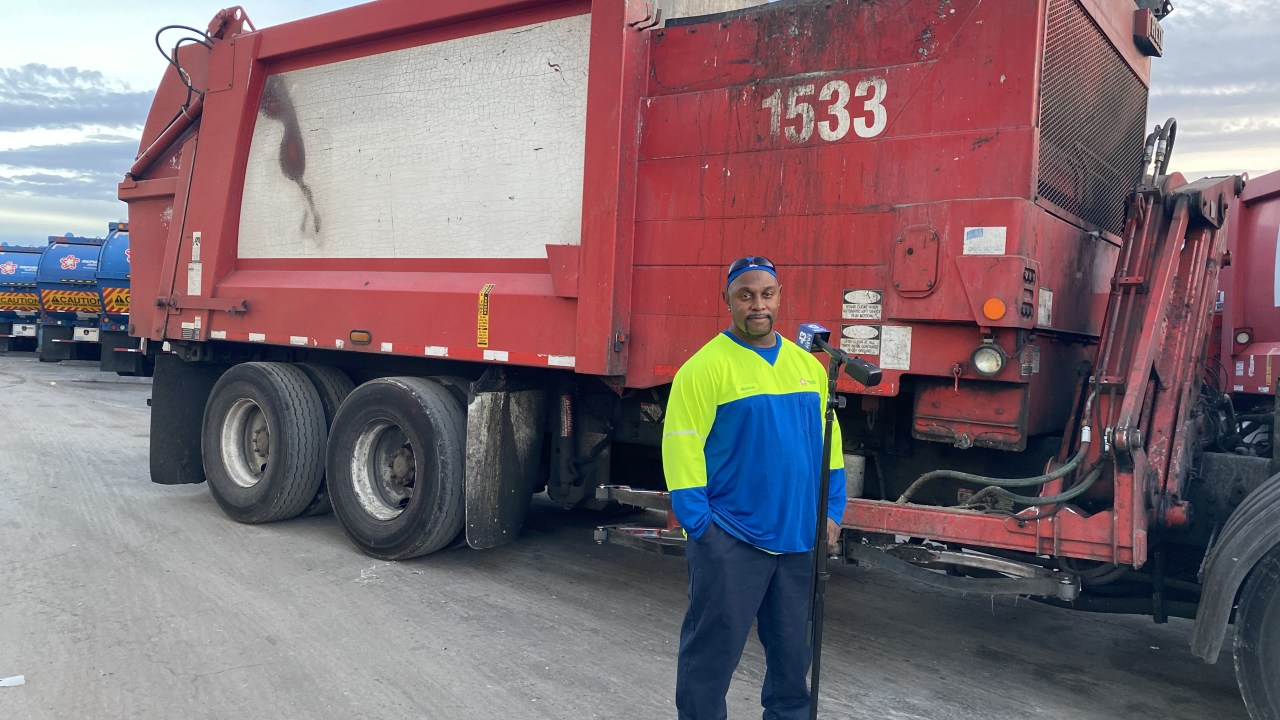 Republic Services Las Vegas Bulk Pickup Calendar 2022.Longtime Republic Services Sanitation Worker With Pipes And Heart Of Gold