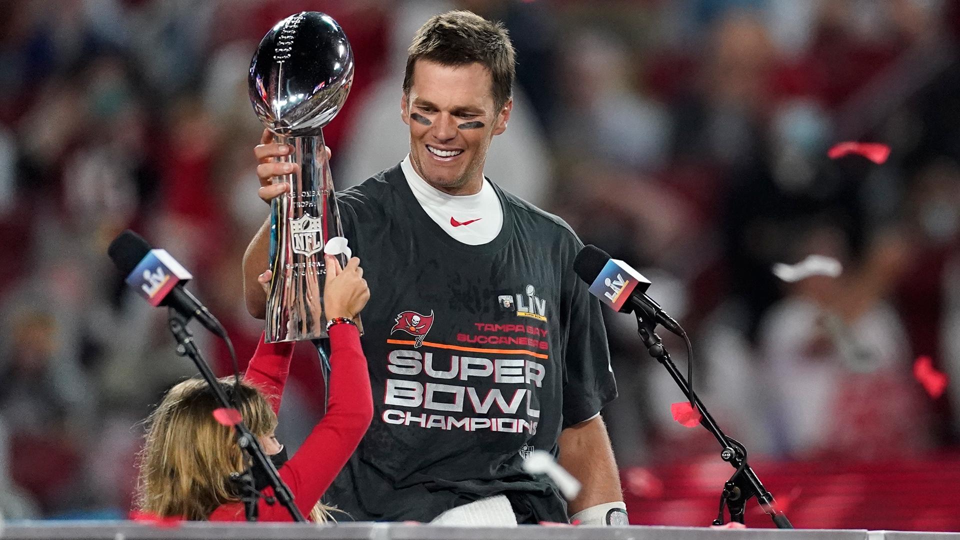 www.yahoo.com: The Rush: Tampa Bay Raptors, Tom Brady's knee and Wendy's trolls the Rays