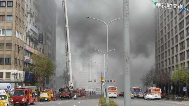 北市東區大樓火警! 火舌竄燒濃煙密布