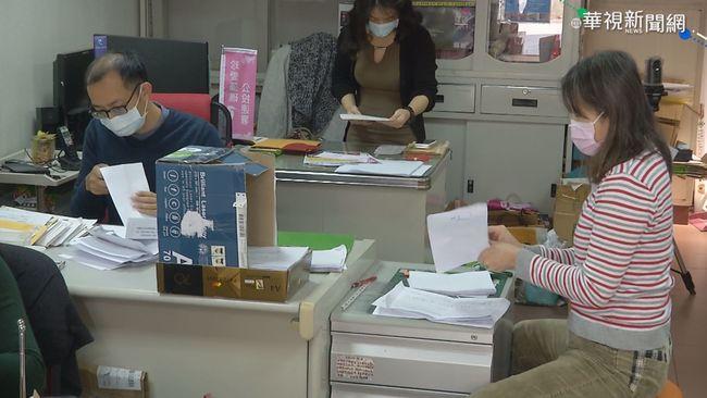 藻礁公投收70萬連署 500箱送台北暫存