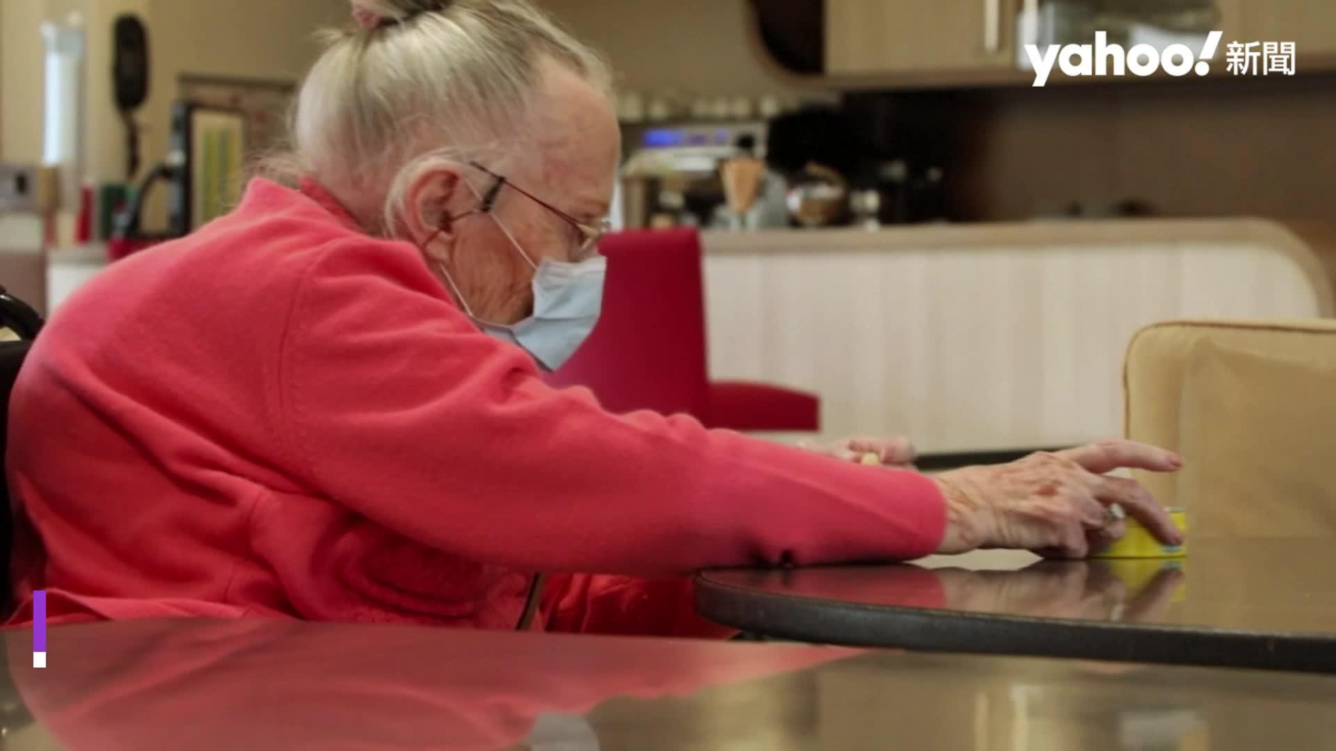 20歲與98歲的相遇 疫情之下的意外友情 英大學推陪老人聊天學外語