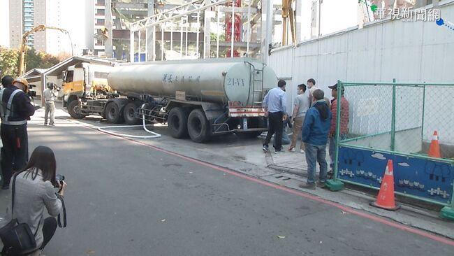 建築工地挖地下水 台積電派車取水