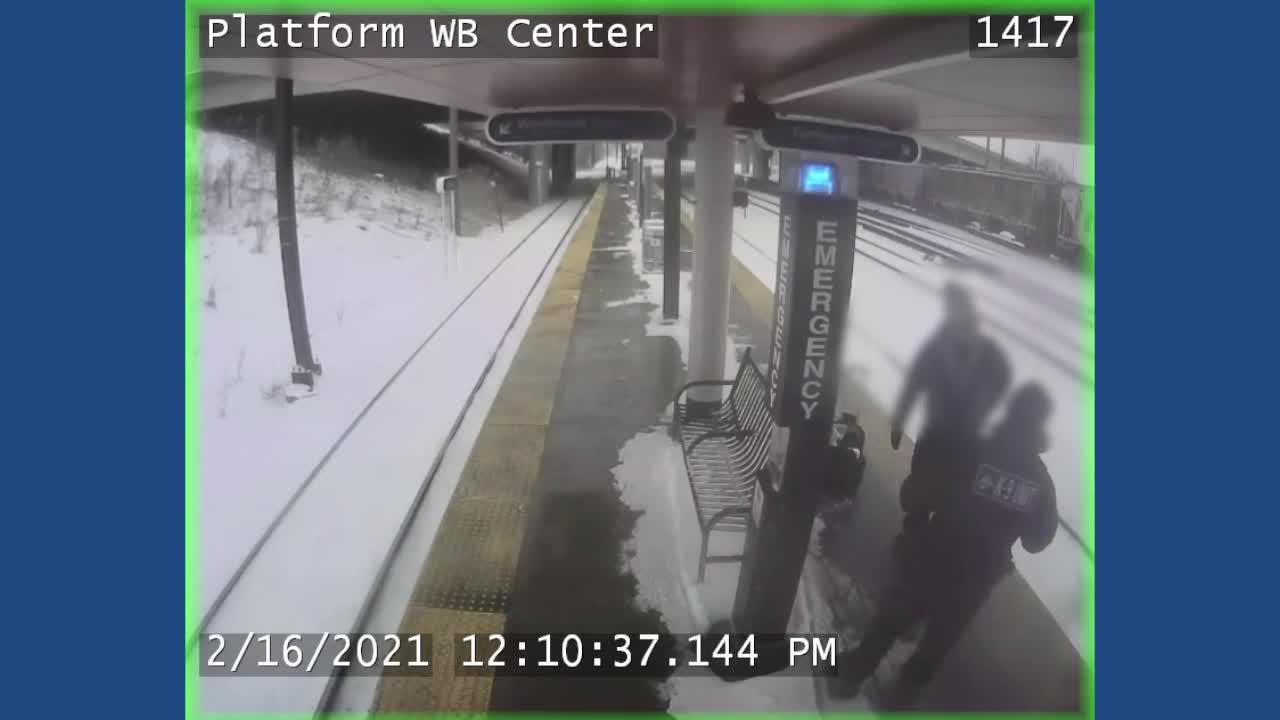 news.yahoo.com: RTA police officer disciplined for shoving man at station