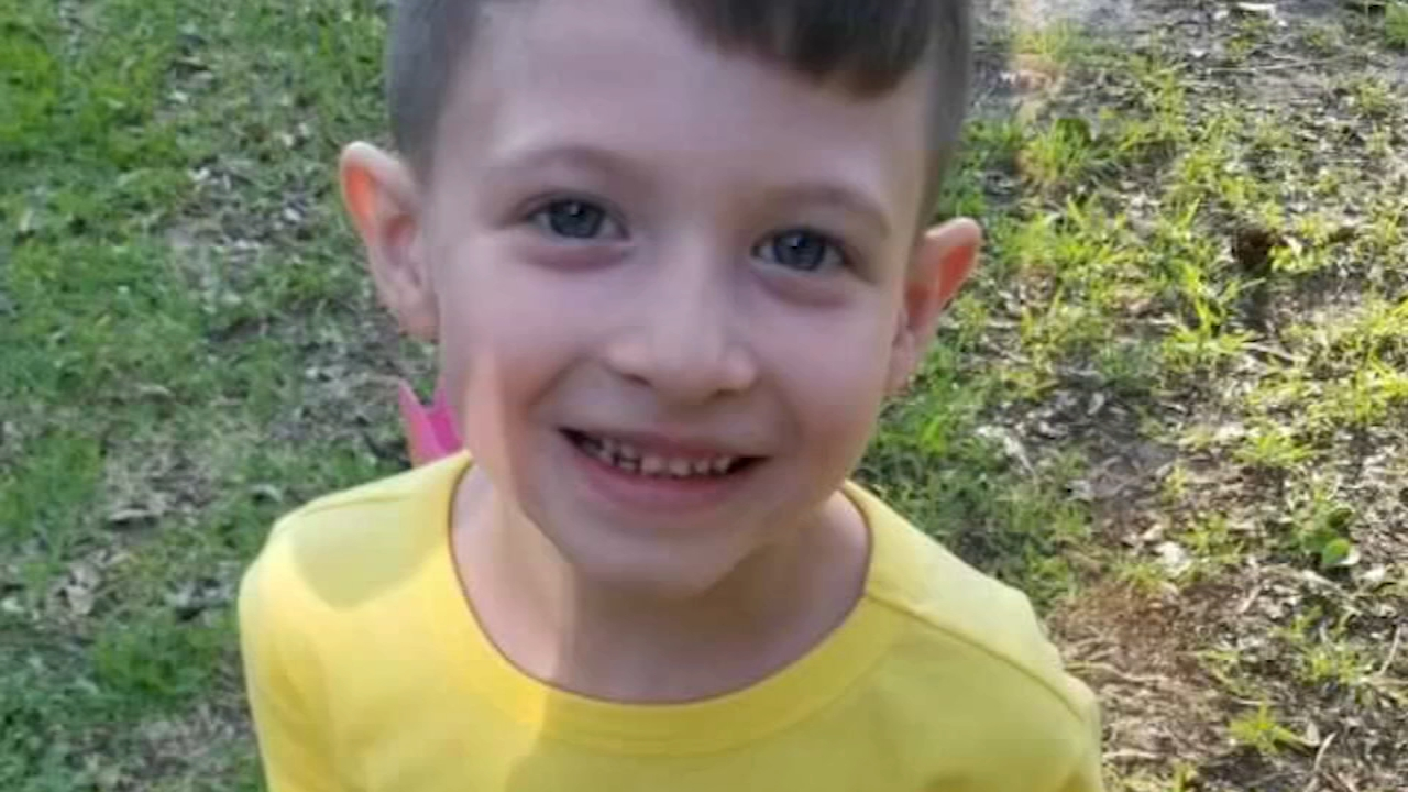 news.yahoo.com: Murdered 6-year-old's mom should face death, boy's dad says