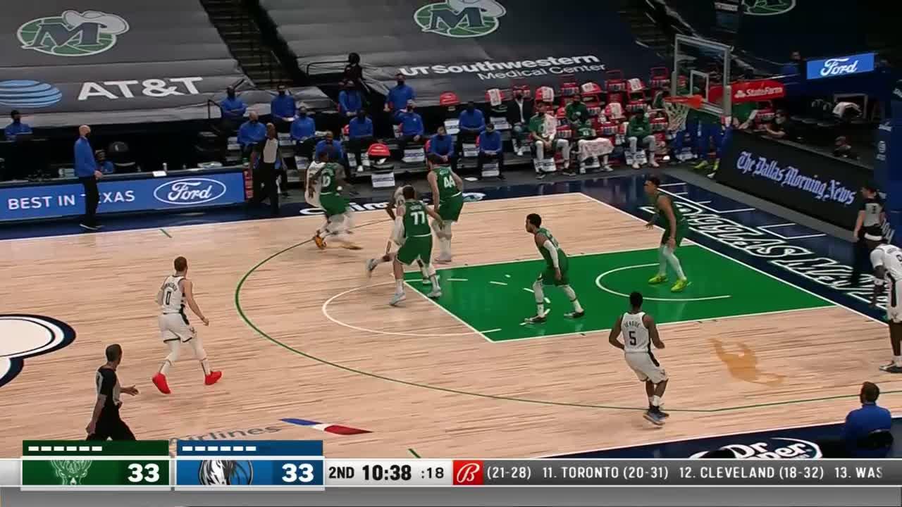 Donte DiVincenzo with a deep 3 vs the Dallas Mavericks