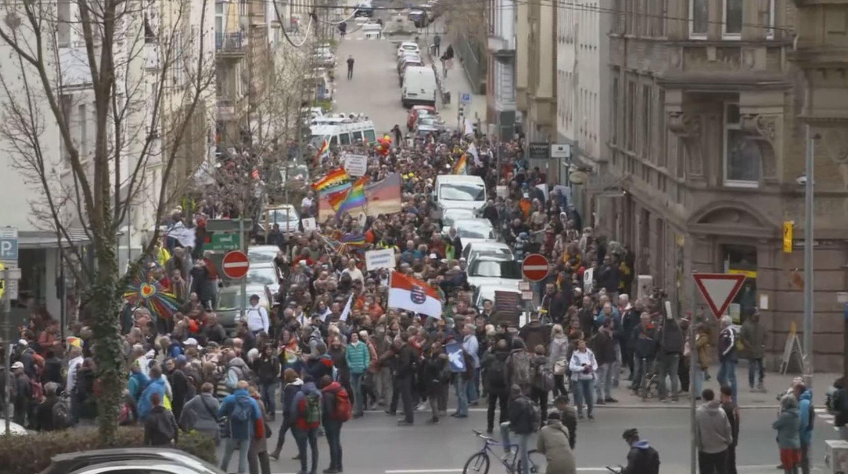肺炎升溫! 德義上街抗議「反封鎖」 加州餐廳拒關3次被捕