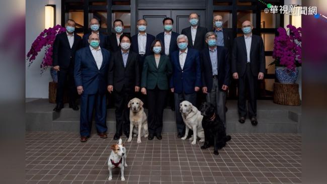 官邸宴請陶德 總統4隻愛犬也入鏡