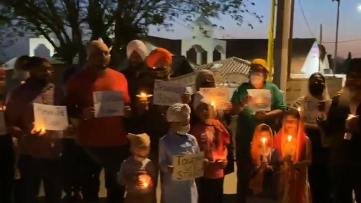 Το φως των κεριών Vigil πραγματοποιήθηκε στον ναό Σιχ της Καλιφόρνιας για τα γυρίσματα των θυμάτων της Ινδιανάπολης