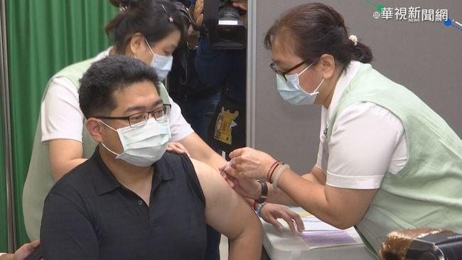 AZ自費施打首日 民眾趕出國搶接種