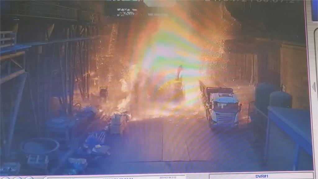 鋼鐵廠爐渣車突爆炸噴濺 兩員工燒燙傷