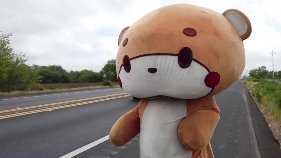 sg.news.yahoo.com: LA man in bear suit walks 400 miles to San Francisco
