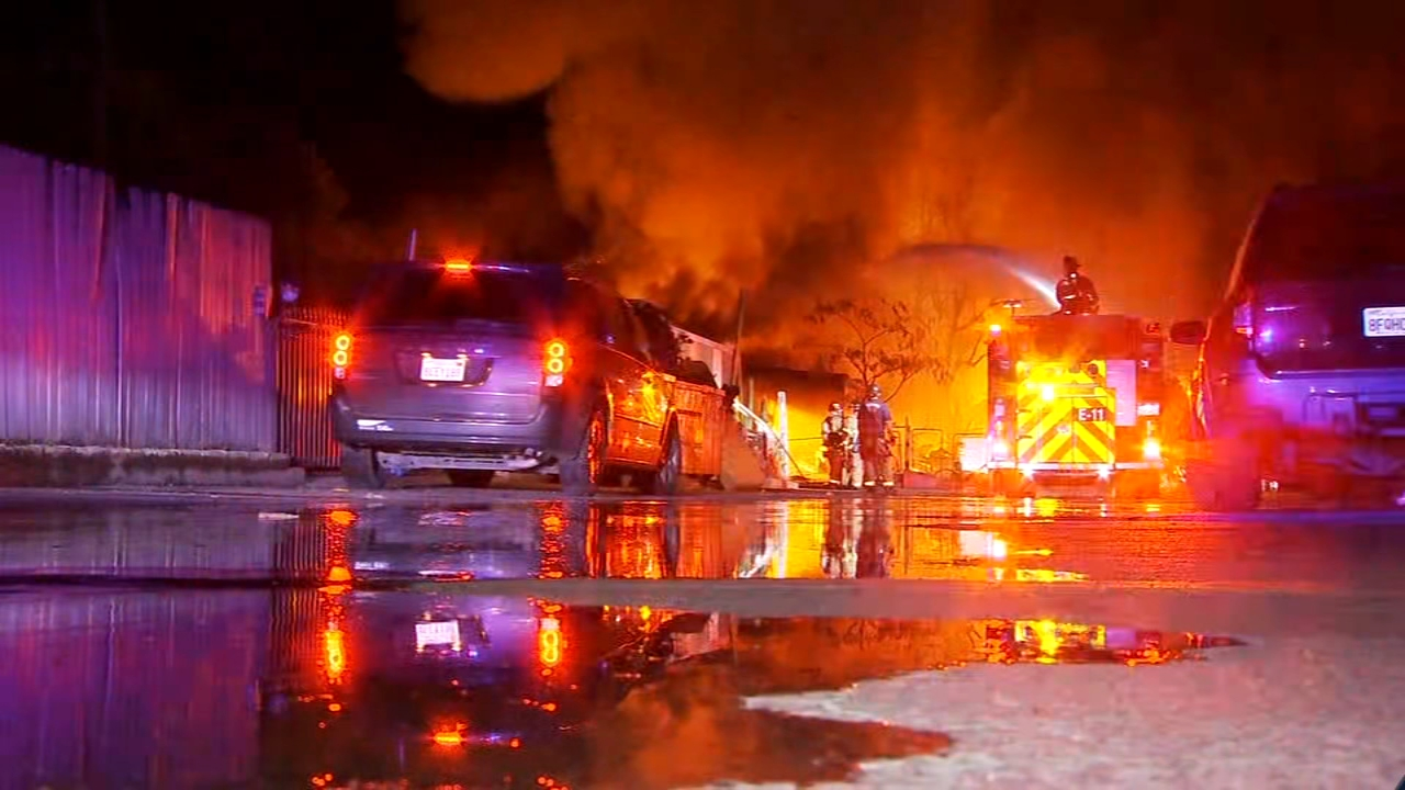 1 killed, 1 injured in mobile home fire in north Fresno