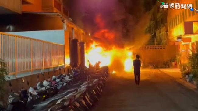 機車暗夜起火延燒15輛 居民驚醒急逃