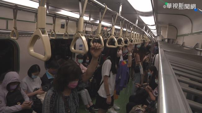 台鐵迴送列車出軌 影響近2萬人次