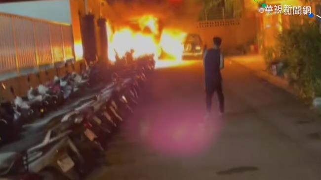 暗夜巷內疑遭縱火 燒毀20機車1貨車