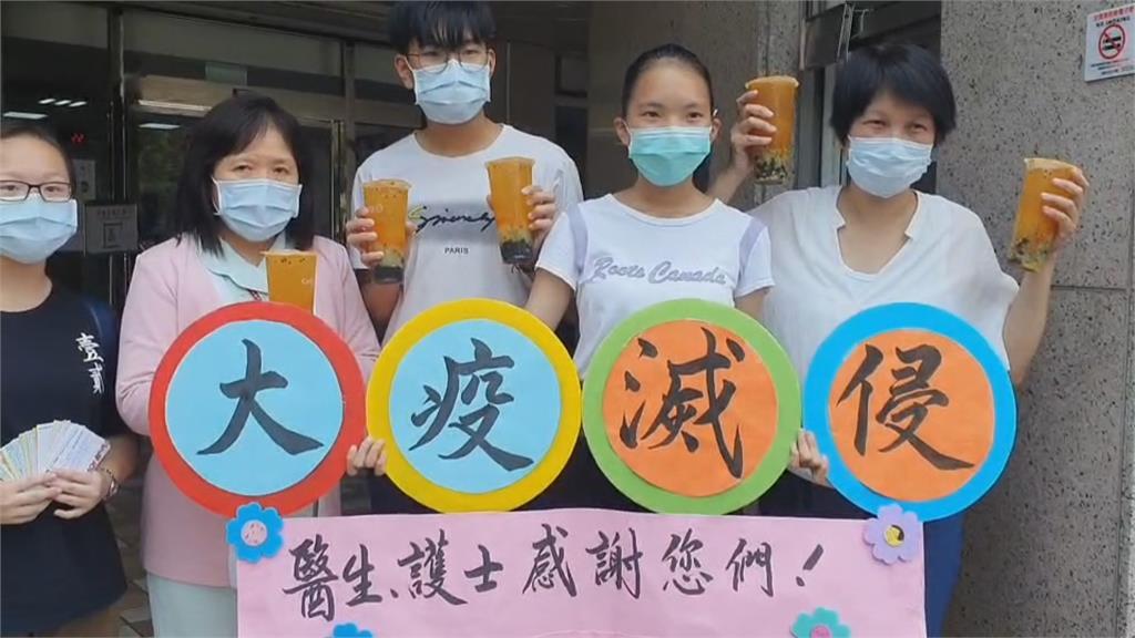宜蘭本土疫情危機 新住民贈醫院百杯飲料打氣