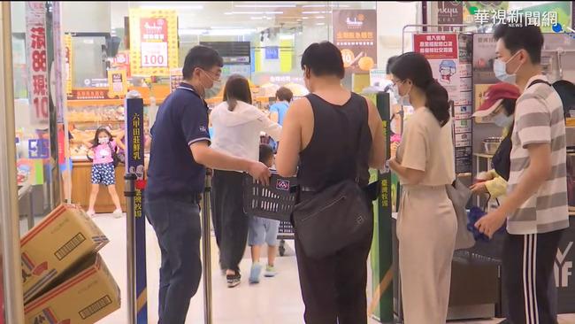 雙北3級警戒 民眾衝進賣場搶買物資