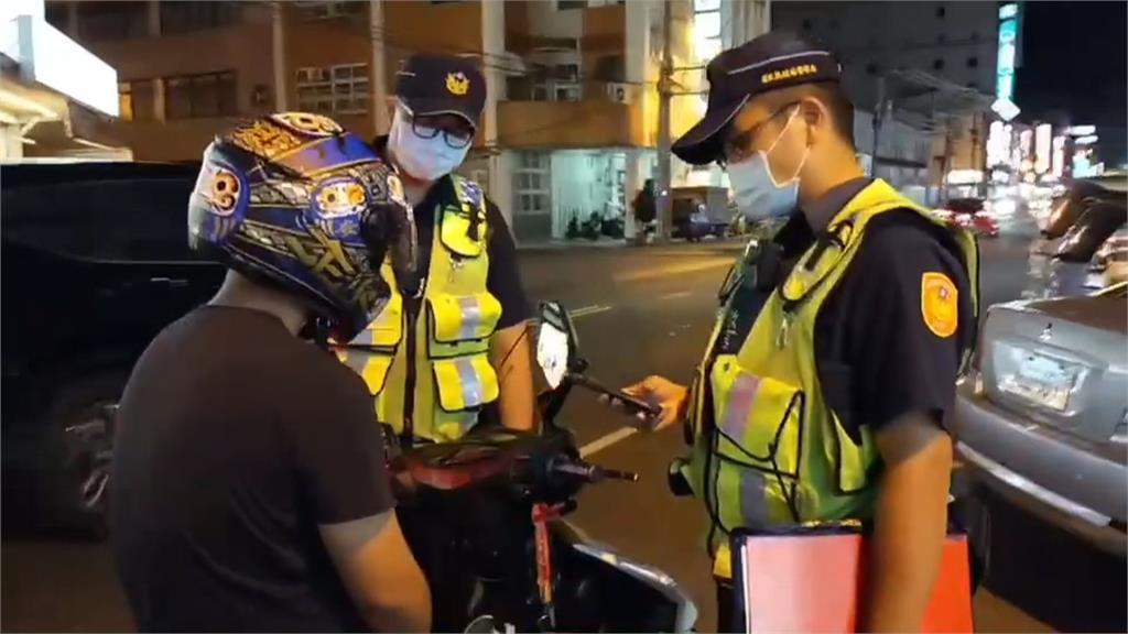 全罩式安全帽「罩不住」 騎車不戴口罩仍被抓包