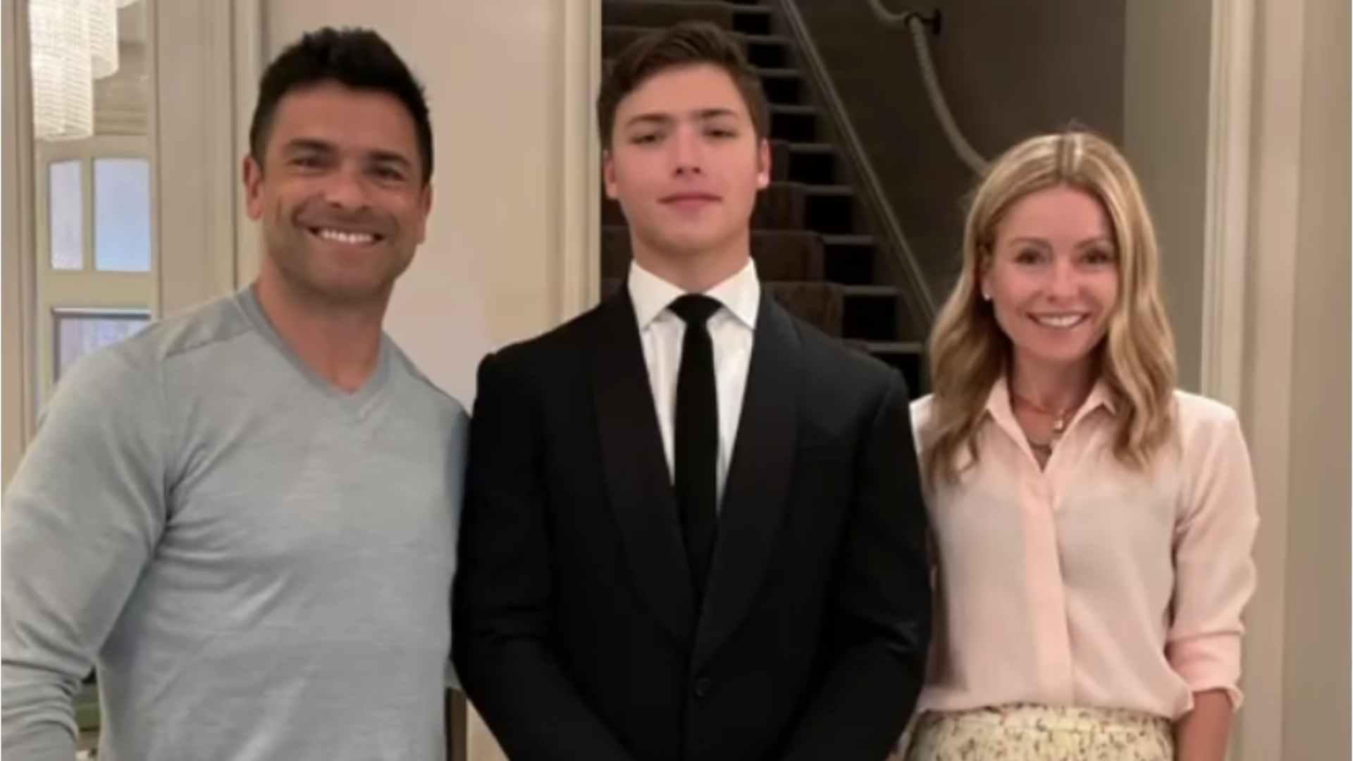Kelly Ripa's Sons Are the Spitting Image of Mark Consuelos in Adorable New  Photo