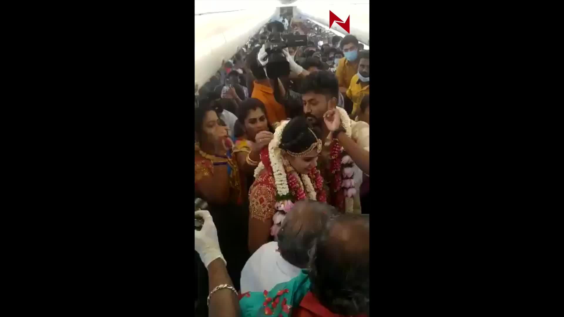 印度新人包機結婚 160親友空中觀禮後被罰三個月禁搭飛機