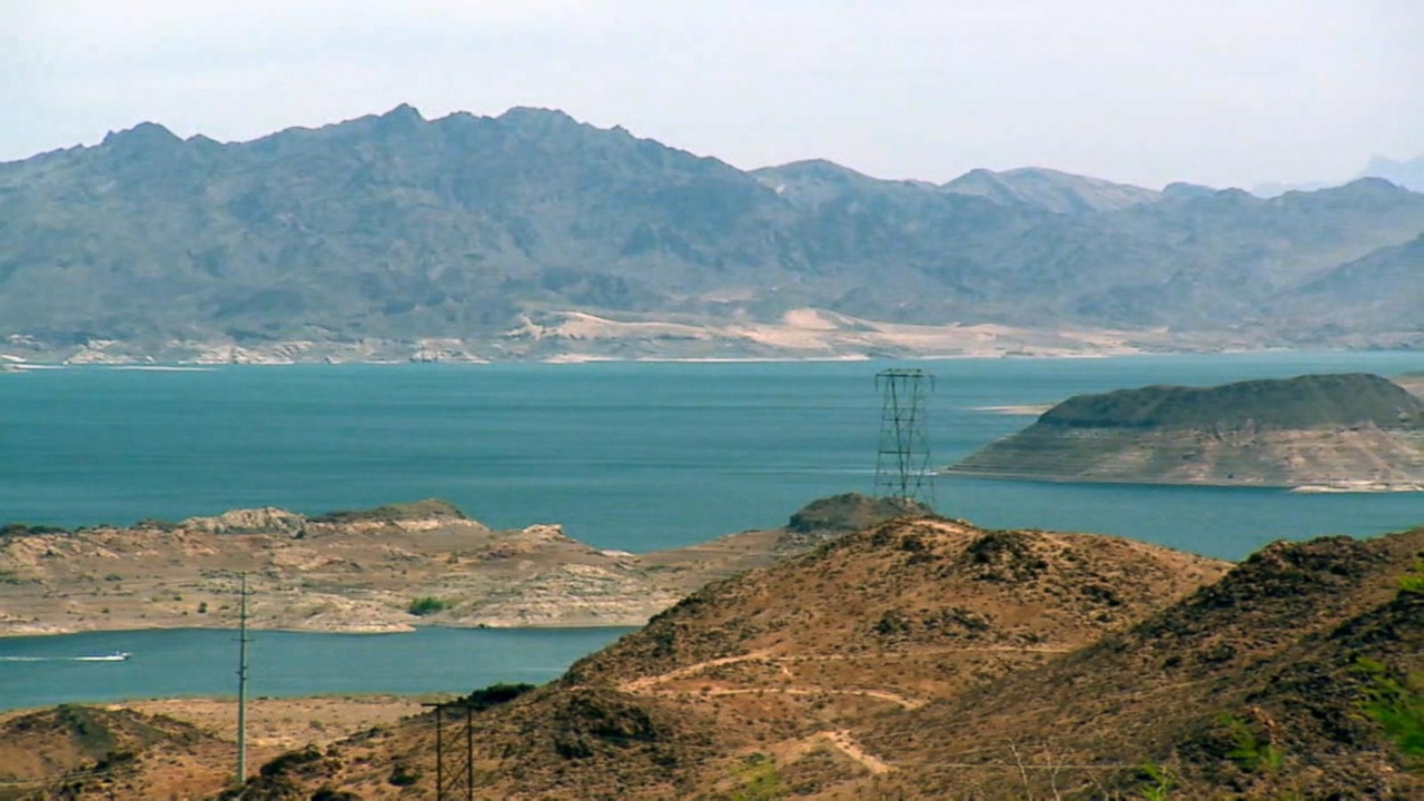 Hoover Dam's Lake Mead to reach lowest level as drought continues - Yahoo News
