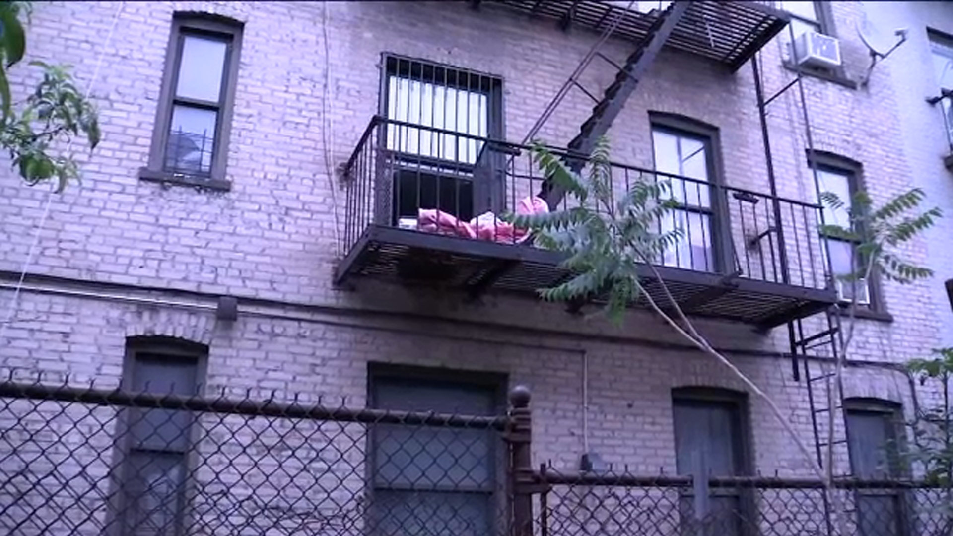 Mother throws children out window; jumps from 6-story building