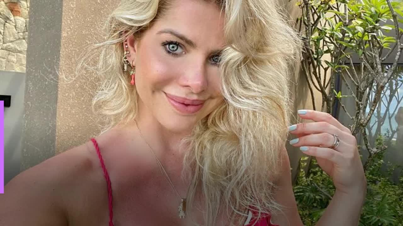 Karina Bacchi revela arrependimento de ter posado nua